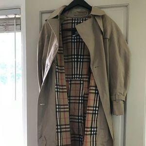 Burberry Trench Coat - 100% authentic